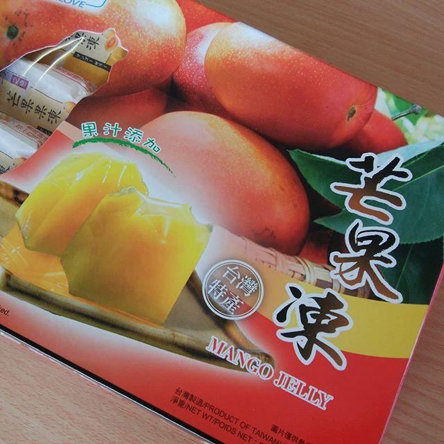 中国へ行っただけどお土産はちよ~~美味しい台湾のマンゴーのお菓子 もらいました