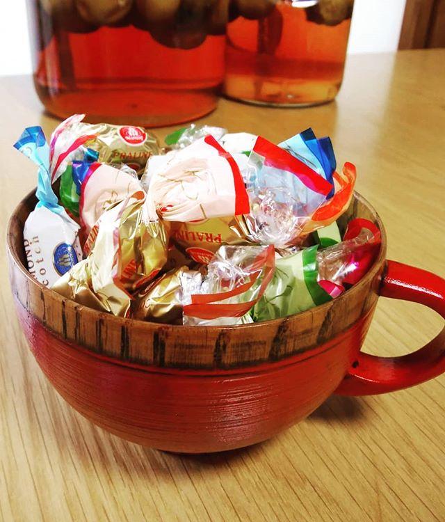 可愛い木のカップ気に入って大阪にて購入難点が…… コーヒーがすぐ冷めるこんな使い方可愛いね#福山神辺#木のカップ