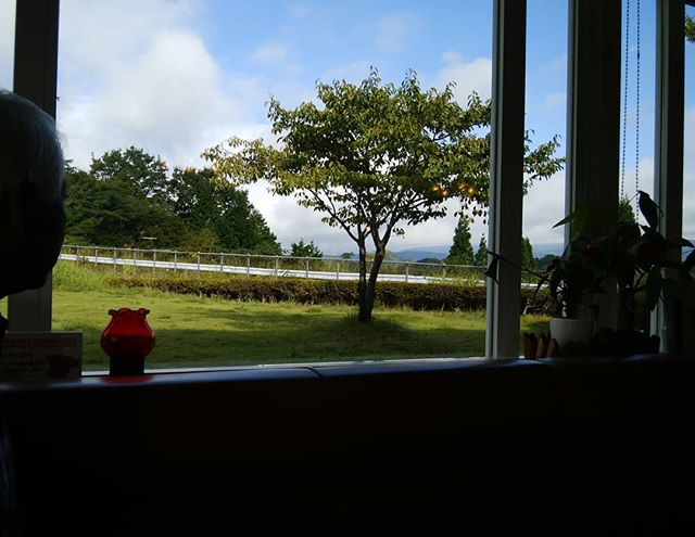 モーニング窓の向こうに大山が…… 見えませ〜ん湯原温泉一番に浸かり帰りま〜す車中泊ち〜としんどいわぁ#福山神辺#車中泊#あぁ
