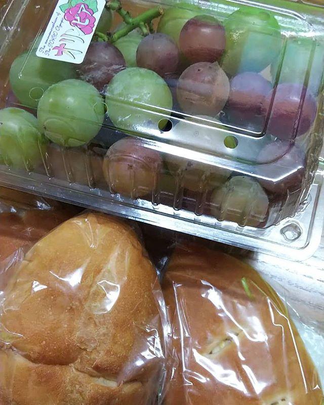 友人からの差し入れできたてパンおやつになり昼飯にもなりデザートにも…ありがとう #福山神辺#差し入れ#オリビア