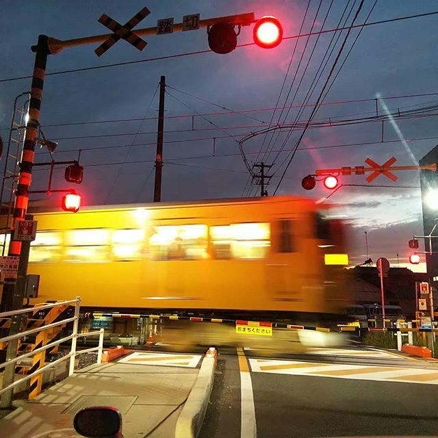今日も1日お疲れ様でした早く家路にと急ぐ人を乗せて帰りますおつかれーーー️ #福山神辺#家路へと急ぐ人を乗せて福塩線が走る