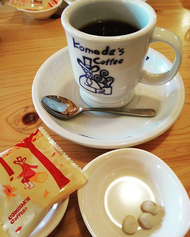 どうしてもコメダのコーヒーが飲みたくなって来店 やっぱり美味しい️ 店内のQRコードでアンケートしたら豆菓子がもう一つラッキーでした️ #福山神辺 #コメダ珈琲 #アンケート